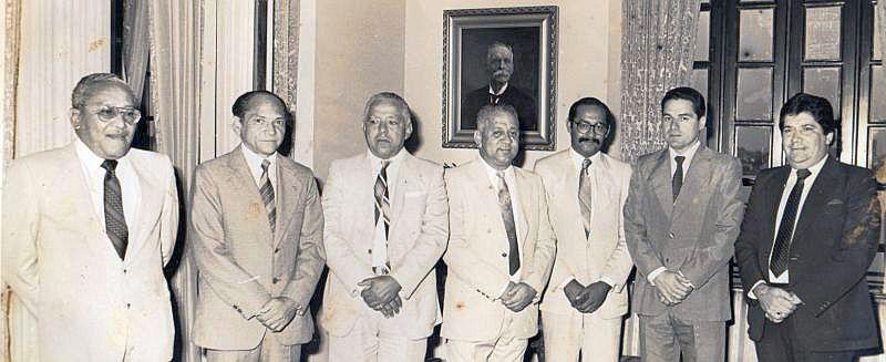 Argemiro Bermúdez (segundo de izquierda a derecha), durante un acto académico en los inicios de su carrera (Archivo).
