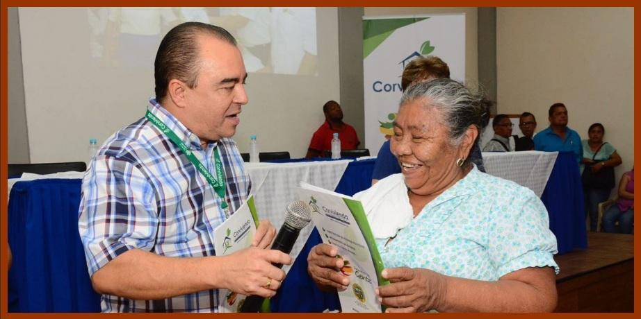 Corvivienda entregó otras 200 escrituras a sendas familias de los barrios marginados