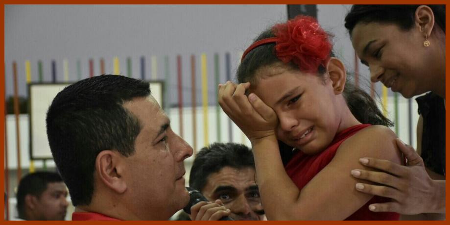Con lágrimas de felicidad, los niños siguen recibiendo obras que les cambiarán sus vidas