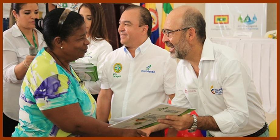 200 familias de las tres Localidades del Distrito recibieron las escrituras de sus viviendas