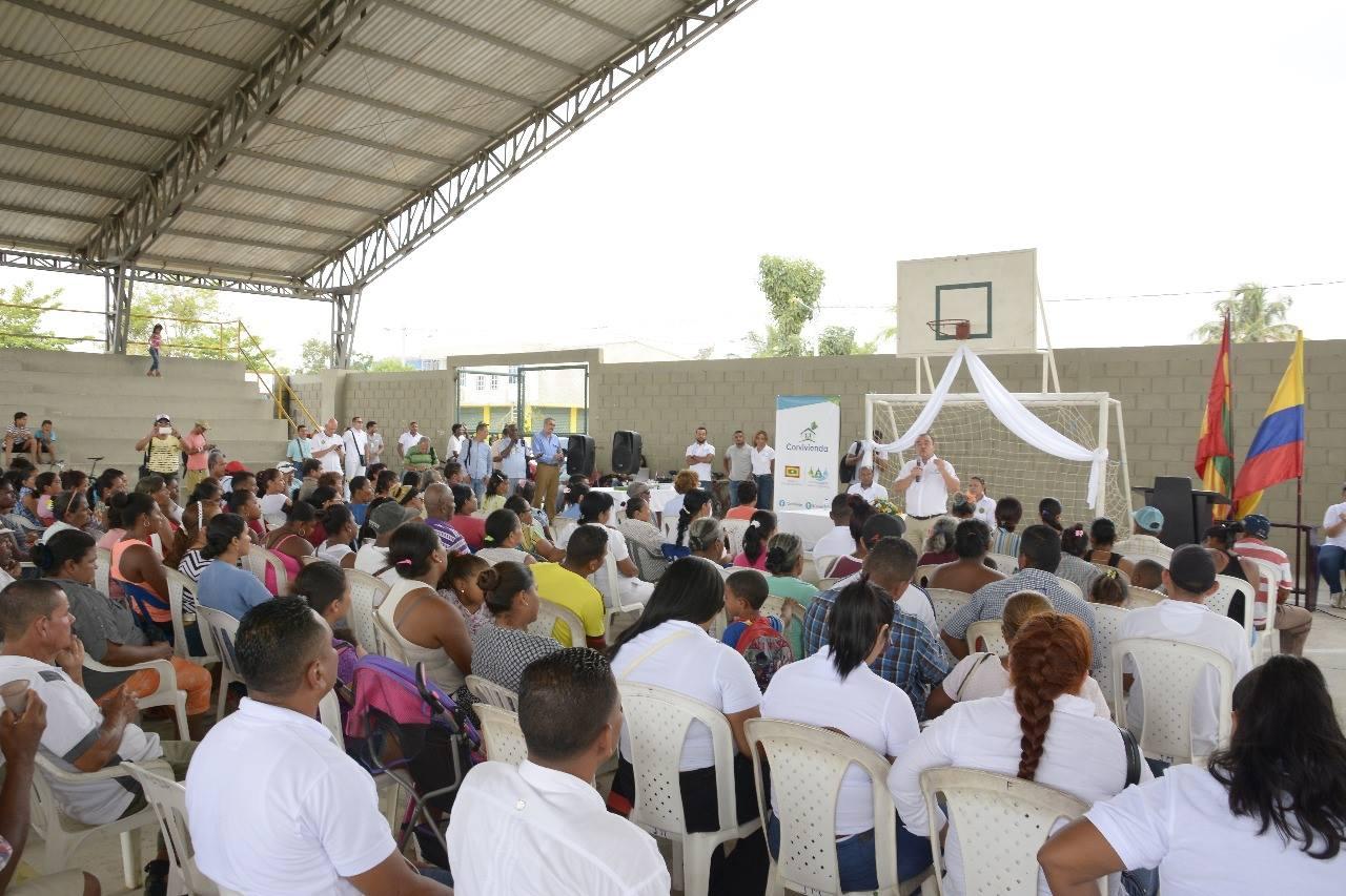 Tras 10 años de lucha, 70 familias de El Pozón reciben títulos de propiedad de sus viviendas