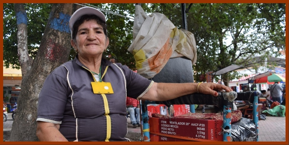 María, la lustrabotas de Santa Rosa del Sur que sobresale en un oficio 'para hombres'
