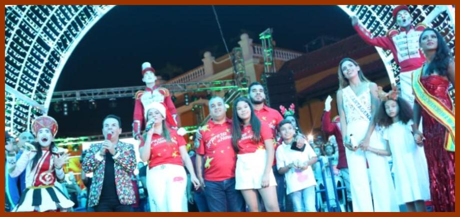Los rostros de la Navidad III: en la Plaza de la Aduana se encendieron las luces navideñas