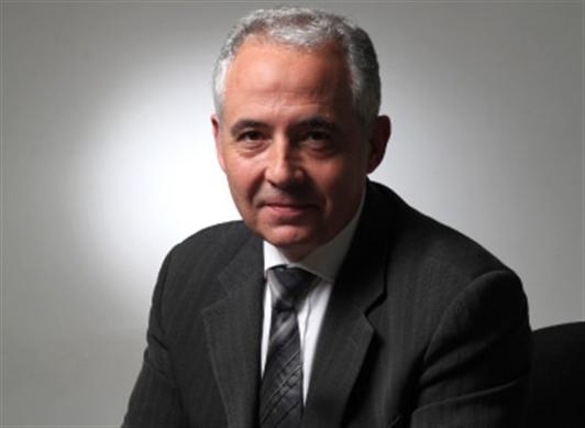 El Doctor Xavier Mayol González investiga los problemas que plantea la implantación de las nuevas tecnologías en las entidades financieras