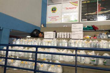 Alcaldía local 2 entrega kits de bioseguridad a familias albergadas en el Coliseo de Combates