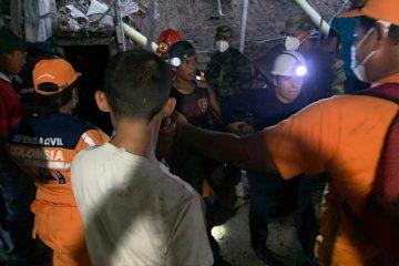 Rescatados con vida los 14 mineros atrapados por un alud de tierra en Barranco de Loba