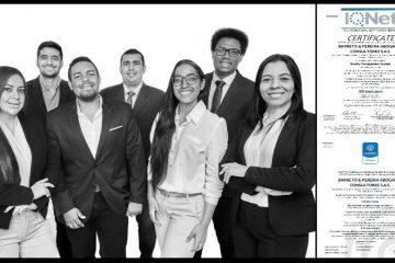 Miembros de Caribe Legal, complacidos tras recibir la Certificación ISO 9001 en calidad